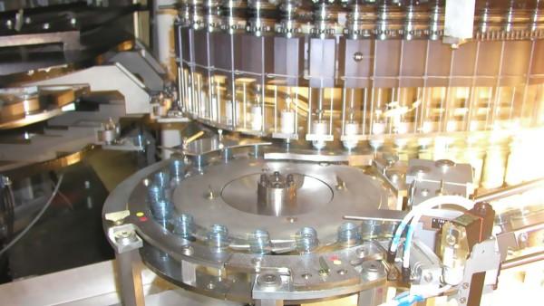 Transfer starwheel in a stretch blow moulders